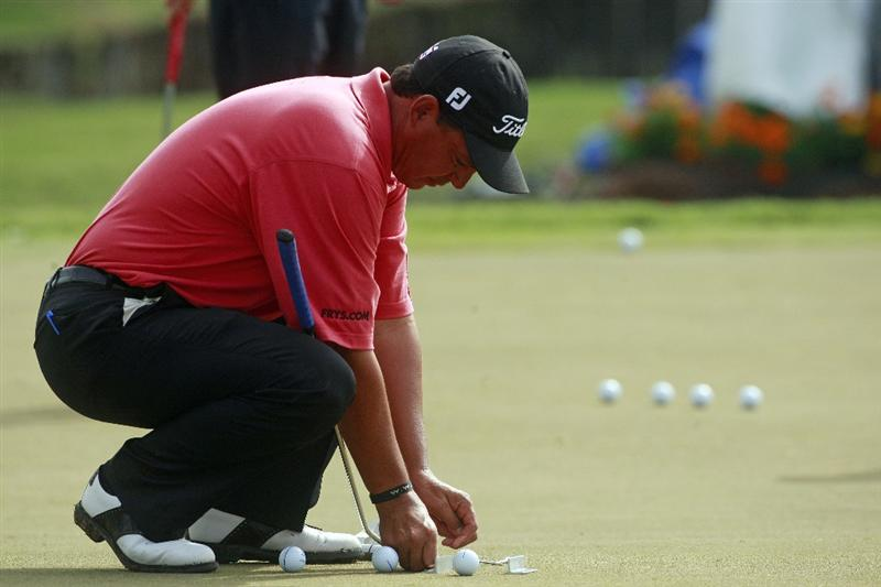 MADISON, MS - OCTOBER 29: Tom Pernice Jr., sets up a putting aide  after first round play was postponed in the Viking Classic at the Annandale Golf Club on October 29, 2009 in  Madison, Mississippi.  (Photo by Dave Martin/Getty Images)