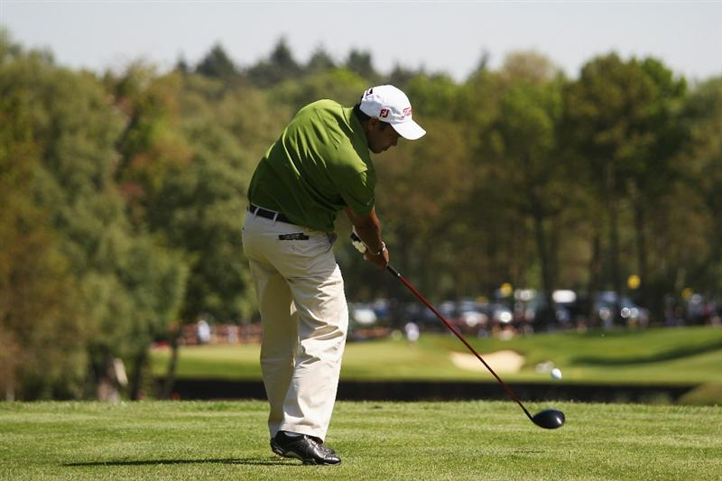 VIRGINIA WATER, ENGLAND - MAY 22:  S S P Chowrasia of India plays his tee shot on the 8th hole during the third round of the BMW PGA Championship on the West Course at Wentworth on May 22, 2010 in Virginia Water, England.  (Photo by Ross Kinnaird/Getty Images)
