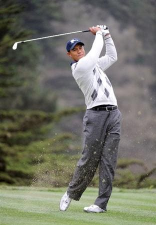 SAN FRANCISCO - OCTOBER 10:  Tiger Woods of the USA Team hits a tee shot on the 13th hole during the Day Three Morning Foursome Matches of The Presidents Cup at Harding Park Golf Course on October 10, 2009 in San Francisco, California.  (Photo by Harry How/Getty Images)