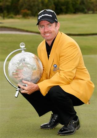 MELBOURNE, AUSTRALIA - NOVEMBER 30: Rod Pampling of Australia holds the trophy after winning the 2008 Australian Masters at Huntingdale Golf Club on November 30, 2008 in Melbourne, Australia  (Photo by Lucas Dawson/Getty Images)