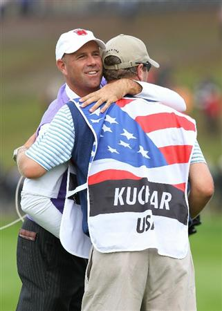 NEWPORT, WALES - OCTOBER 02:  Stewart Cink of the USA hugs caddie Lance Bennett on the 18th green during the rescheduled Afternoon Foursome Matches during the 2010 Ryder Cup at the Celtic Manor Resort on October 2, 2010 in Newport, Wales.  (Photo by Andy Lyons/Getty Images)