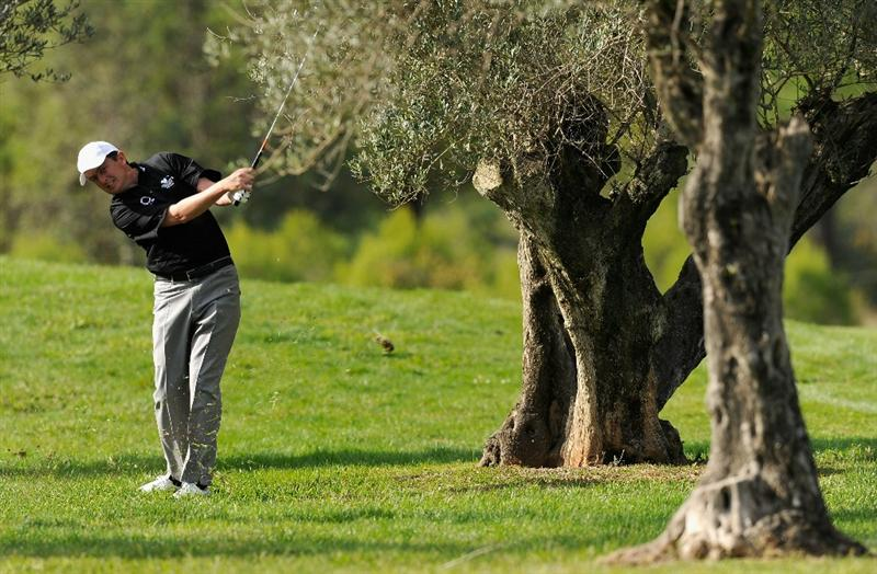 CASTELLON DE LA PLANA, SPAIN - OCTOBER 21:  Peter Lawrie of Ireland plays his approach shot on the 17th hole during the first round of the Castello Masters Costa Azahar at the Club de Campo del Mediterraneo on October 21, 2010 in Castellon de la Plana, Spain.  (Photo by Stuart Franklin/Getty Images)