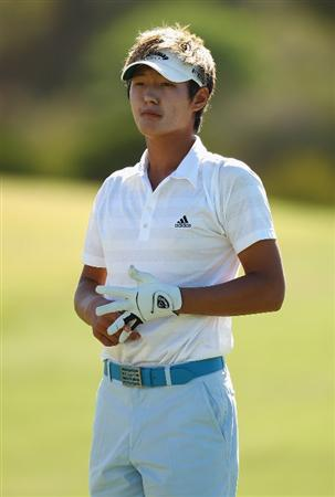 PERTH, AUSTRALIA - FEBRUARY 19:  Danny Lee of New Zealand looks down the 12th hole during day one of the 2009 Johnnie Walker classic held at The Vines Resort and Country Club February 19, 2009 in Perth, Australia.  (Photo by Ian Walton/Getty Images)