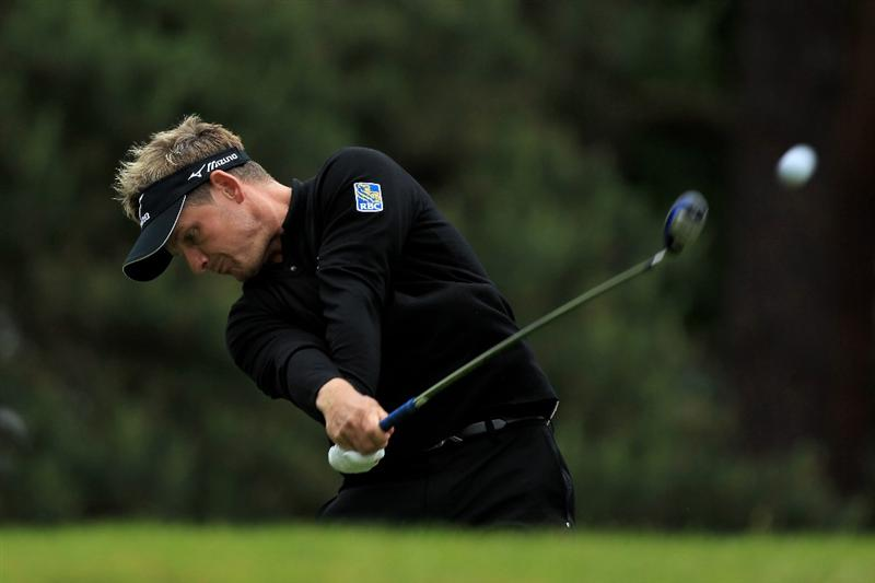 VIRGINIA WATER, ENGLAND - MAY 28:  Luke Donald of England tees off on the 8th hole during the third round of the BMW PGA Championship at the Wentworth Club on May 28, 2011 in Virginia Water, England.  (Photo by David Cannon/Getty Images)