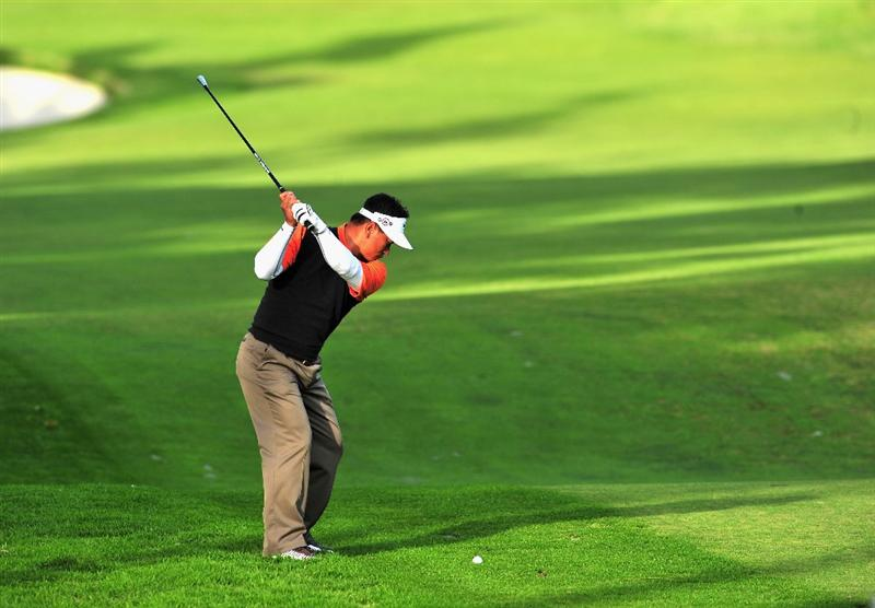 PACIFIC PALISADES, CA - FEBRUARY 20:  K.J Choi of South Korea plays his approach shot on the second hole during the second round of the Northern Trust Open at the Riviera Country Club February 20, 2009 in Pacific Palisades, California.  (Photo by Stuart Franklin/Getty Images)