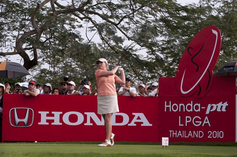 CHON BURI, THAILAND - FEBRUARY 18:  Cristie Kerr of the USA tees off on the 18th hole during round one of the Honda LPGA Thailand at Siam Country Club on February 18, 2010 in Chonburi, Thailand.  (Photo by Victor Fraile/Getty Images)