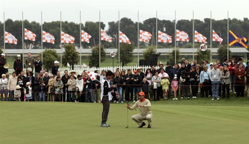 BARCELONA, SPAIN - MAY 07:  Jose Maria Olazabal of Spain putting on the 18th green with the flags flying at half mast, following news of the death of Seve Ballesteros,  during the third round of the Open de Espana at the Real Club de Golf El Prat on May 7 , 2011 in Barcelona, Spain.  (Photo by Ross Kinnaird/Getty Images)
