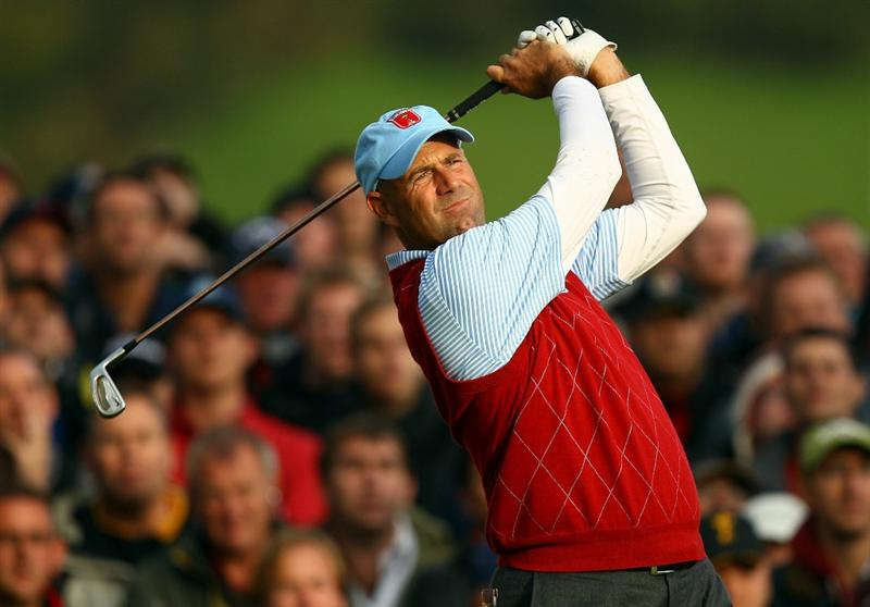 NEWPORT, WALES - OCTOBER 03:  Stewart Cink of the USA tees of on the 17th hole during the  Fourball & Foursome Matches during the 2010 Ryder Cup at the Celtic Manor Resort on October 3, 2010 in Newport, Wales.  (Photo by Richard Heathcote/Getty Images)