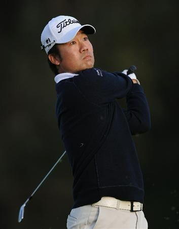 PACIFIC PALISADES, CA - FEBRUARY 17:  Kevin Na plays his tee shot on the 15th hole during the first round of the Northern Trust Open at Riviera Country Club on February 17, 2011 in Pacific Palisades, California.  (Photo by Stuart Franklin/Getty Images)