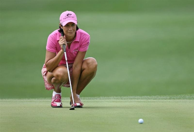 WILLIAMSBURG, VA - MAY 8 : Laura Diaz lines up a birdie putt on the 18th green during the second round of the Michelob Ultra Open at Kingsmill Resort on May 8, 2009 in Williamsburg, Virgina. (Photo by Hunter Martin/Getty Images)