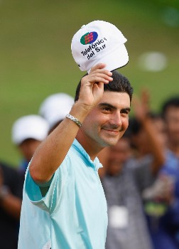 JAKARTA, INDONESIA - FEBRUARY 17:  Felipe Aguilar of Chile celebrates on the 18th green as he wins the 2008 Enjoy Jakarta Astro Indonesian Open at the Cengkareng Golf Club on February 17, 2008 in Jakarta, Indonesia.  (Photo by Stuart Franklin/Getty Images)
