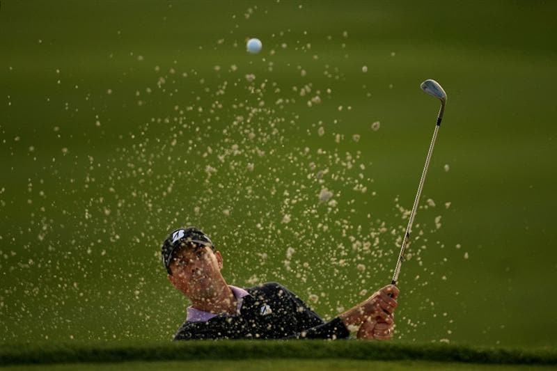 VERONA, NY - OCTOBER 04:  Matt Kuchar plays out of the bunker on the 18th hole at the 2009 Turning Stone Resort Championship at Atunyote Golf Club held on October 4, 2009 in Vernon, New York.  (Photo by Chris Trotman/Getty Images)