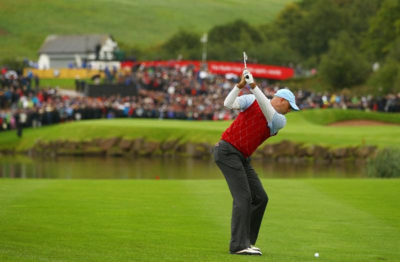 NEWPORT, WALES - OCTOBER 03:  Stewart Cink of the USA hits his approach on the 14th hole during the  Fourball & Foursome Matches during the 2010 Ryder Cup at the Celtic Manor Resort on October 3, 2010 in Newport, Wales.  (Photo by Richard Heathcote/Getty Images)