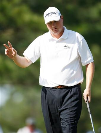 AUGUSTA, GA - APRIL 09:  Chad Campbell waves to the gallery after a birdie on the 14th hole during the first round of the 2009 Masters Tournament at Augusta National Golf Club on April 9, 2009 in Augusta, Georgia.  (Photo by Jamie Squire/Getty Images)