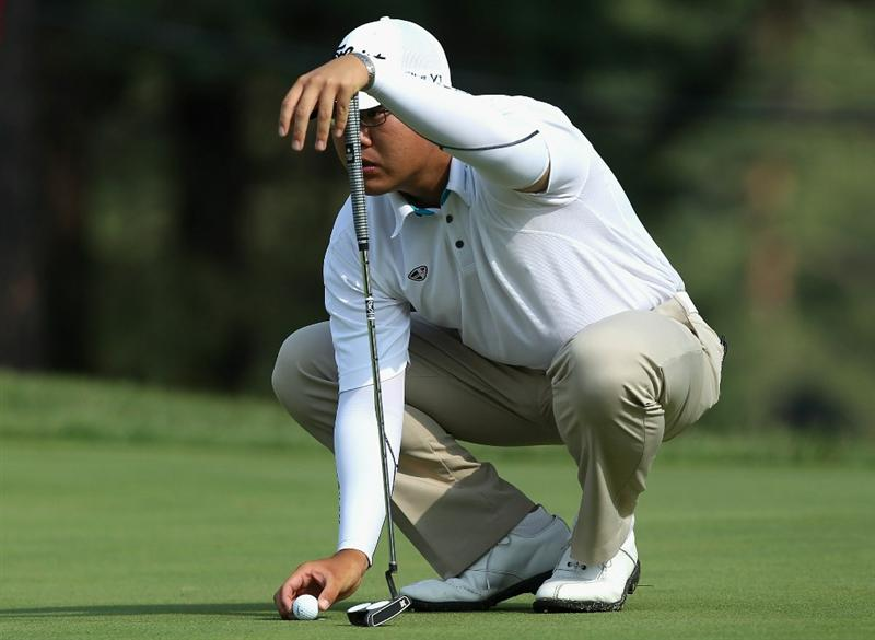 KAWAGOE CITY, JAPAN - OCTOBER 07:  Tze Huang Choo of Singapore lines up a putt on the 17th hole during the first round of the 2010 Asian Amateur Championship at Kasumigaseki Country Club on October 7, 2010 in Kawagoe City, Japan.  (Photo by Streeter Lecka/Getty Images)
