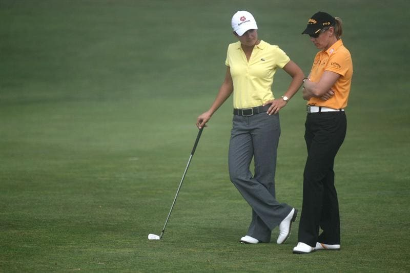 HALF MOON BAY, CA - OCTOBER 02:  Lorena Ochoa (L) chats with Annika Sorenstam  during a delay in play due to thick fog on the second hole during the first round of the Samsung World Championship at the Half Moon Bay Golf Links Ocean Course on October 2nd, 2008 in Half Moon Bay, California.  (Photo by Jonathan Ferrey/Getty Images)