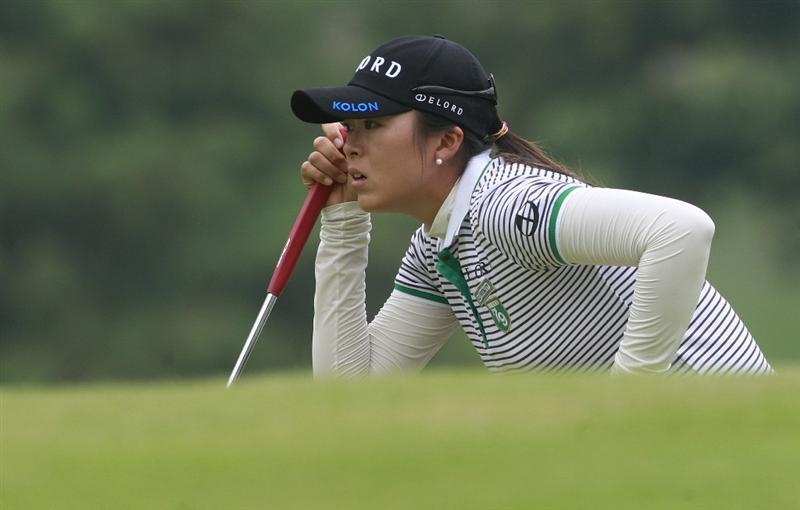 ROGERS, AR - SEPTEMBER 12:  M.J. Hur of South Korea lines up her putt on the 18th green during second round play in the P&G Beauty NW Arkansas Championship at the Pinnacle Country Club on September 12, 2009 in Rogers, Arkansas.  (Photo by Dave Martin/Getty Images)