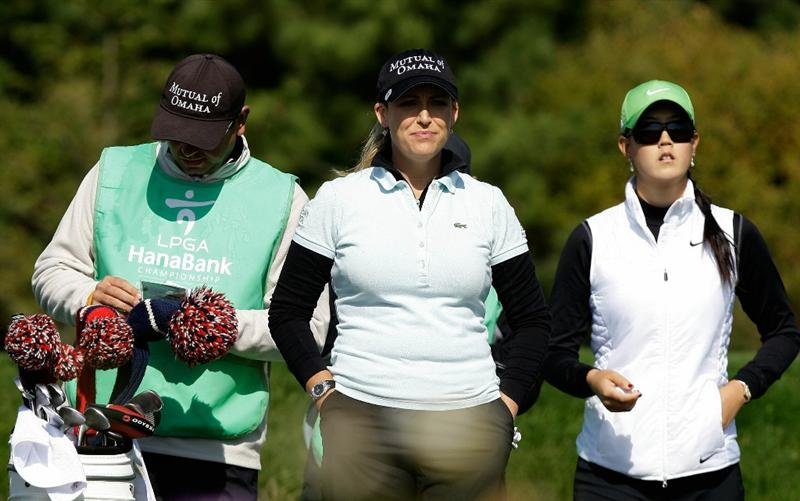INCHEON, SOUTH KOREA - OCTOBER 29:  Cristie Kerr and Michelle Wie of United States on the third hole during the 2010 LPGA Hana Bank Championship at Sky 72 golf club on October 29, 2010 in Incheon, South Korea.  (Photo by Chung Sung-Jun/Getty Images)