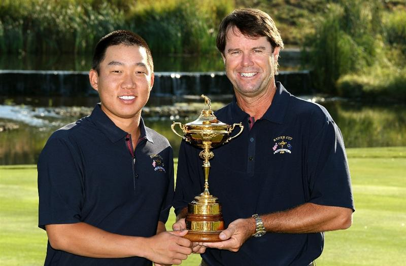 LOUISVILLE, KY - SEPTEMBER 17:  Anthony Kim of the USA team (L) poses with team captain Paul Azinger during the USA team photo shoot prior to the 2008 Ryder Cup at Valhalla Golf Club on September 17, 2008 in Louisville, Kentucky.  (Photo by David Cannon/Getty Images)