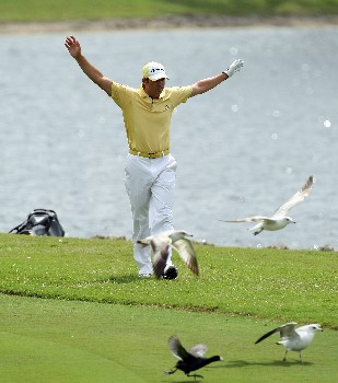 MIAMI - MARCH 20:  Sergio Garcia of Spain chases away some birds at the 10th hole during the first round of the 2008 World Golf Championships CA Championship at the Doral Golf Resort & Spa, on March 20, 2008 in Miami, Florida.  (Photo by David Cannon/Getty Images)