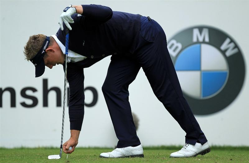 VIRGINIA WATER, ENGLAND - MAY 29:  Luke Donald of England tees up during the final round of the BMW PGA Championship  at the Wentworth Club on May 29, 2011 in Virginia Water, England.  (Photo by David Cannon/Getty Images)