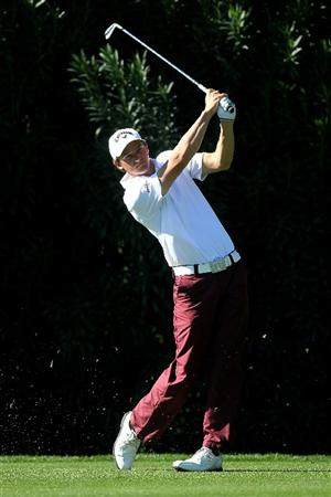 LA QUINTA, CA - JANUARY 20:  Sam Saunders hits his tee shot on the 15th hole during round two of the Bob Hope Classic at the La Quinta Country Club on January 20, 2011 in La Quinta, California.  (Photo by Stephen Dunn/Getty Images)