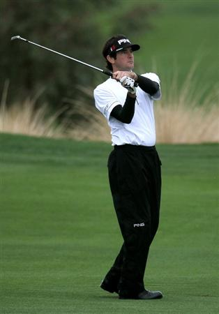 LA QUINTA, CA - JANUARY 22:  Bubba Watson hits to the green on the ninth hole at Silver Rock Resort during the second round of the Bob Hope Classic on January 22, 2010 in La Quinta, California.  (Photo by Stephen Dunn/Getty Images)