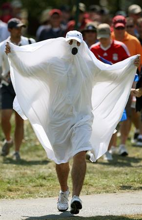 LOUISVILLE, KY - SEPTEMBER 21:  A  golf fan follows the play of Boo Weekley during the singles matches on the final day of the 2008 Ryder Cup at Valhalla Golf Club on September 21, 2008 in Louisville, Kentucky.  (Photo by Andy Lyons/Getty Images)