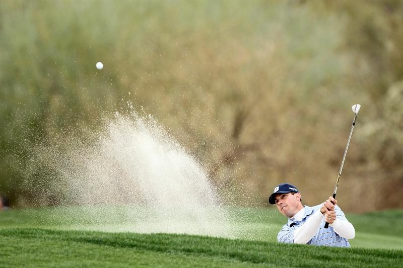 MARANA, AZ - FEBRUARY 26:  Matt Kuchar hits his third shot from a bunker on the ninth hole during the semifinal round of the Accenture Match Play Championship at the Ritz-Carlton Golf Club on February 26, 2011 in Marana, Arizona.  (Photo by Andy Lyons/Getty Images)
