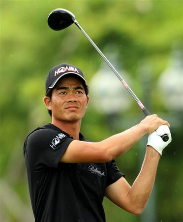 SINGAPORE - NOVEMBER 14: Liang Wen-Chong of China watches his tee shot on the 5th hole during the Final Round of the Barclays Singapore Open held at the Sentosa Golf Club on November 14, 2010 in Singapore, Singapore.  (Photo by Stanley Chou/Getty Images)