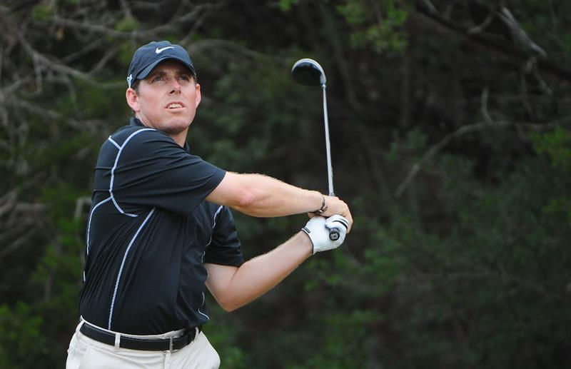 SAN ANTONIO, TX - OCTOBER 11: Justin Leonard tees off the 15th hole during the third round of the Valero Texas Open  held at La Cantera Golf Club on October 11, 2008 in San Antonio, Texas.  (Photo by Marc Feldman/Getty Images)