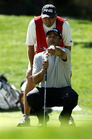 BOISE , ID - SEPTEMBER 11:  Arjun Atwal lines up a putt on the 18th hole during the first round of the Albertson's Boise Open at the Hillcrest Country Club on September 11, 2008 in Boise, Idaho.  (Photo by Jonathan Ferrey/Getty Images)