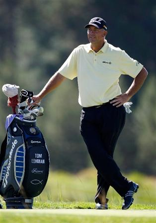 SUNRIVER, OR - AUGUST 21:  Tom Lehman waits to tee off on the 8th hole during the second round of the Jeld-Wen Tradition on August 21, 2009 at Crosswater Club at Sunriver Resort in Sunriver, Oregon.  (Photo by Jonathan Ferrey/Getty Images)
