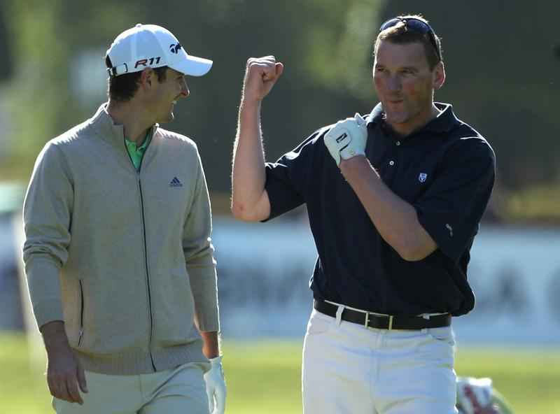 VIRGINIA WATER, ENGLAND - MAY 25:  Matthew Pinsent (R) shares a joke with Justin Rose of England during the Pro-Am round prior to the BMW PGA Championship at Wentworth Club on May 25, 2011 in Virginia Water, England.  (Photo by Warren Little/Getty Images)