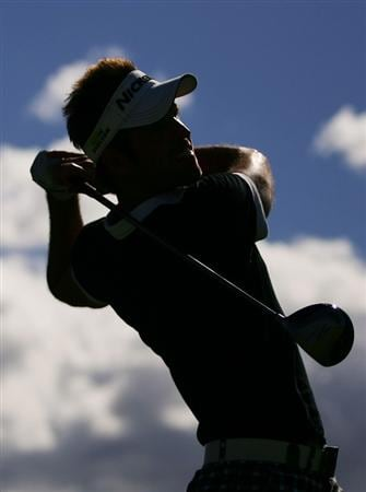 SYDNEY, AUSTRALIA - DECEMBER 13:  Ewan Porter plays his tee shot on the 11th hole during the third round of the 2008 Australian Open at The Royal Sydney Golf Club on December 13, 2008 in Sydney, Australia.  (Photo by Matt King/Getty Images)