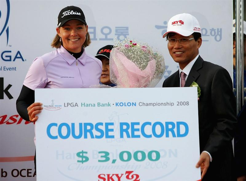 INCHEON, SOUTH KOREA - NOVEMBER 02:  Katherine Hull of Australia lifts the course record winner trophy as she during a ceremony following the Hana Bank KOLON Championship at Sky72 Golf Club on November 2, 2008 in Incheon, South Korea. Hull finished the with a course record 66.  (Photo by Chung Sung-Jun/Getty Images)