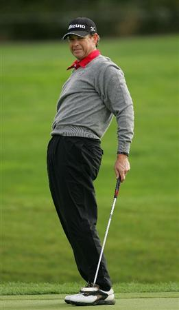 VERNON, NY - OCTOBER 02:  Lee Janzen reacts to a putt during the first round of the Turning Stone Resort Championship at Atunyote Golf Club held on October 2, 2008 in Vernon, New York.  (Photo by Michael Cohen/Getty Images)