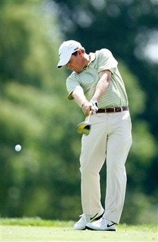 BLOOMFIELD HILLS, MI - AUGUST 06:  Justin Leonard hits a shot during a practice round prior to the 90th PGA Championship at Oakland Hills Country Club on August 6, 2008 in Bloomfield Township, Michigan.  (Photo by Gregory Shamus/Getty Images)