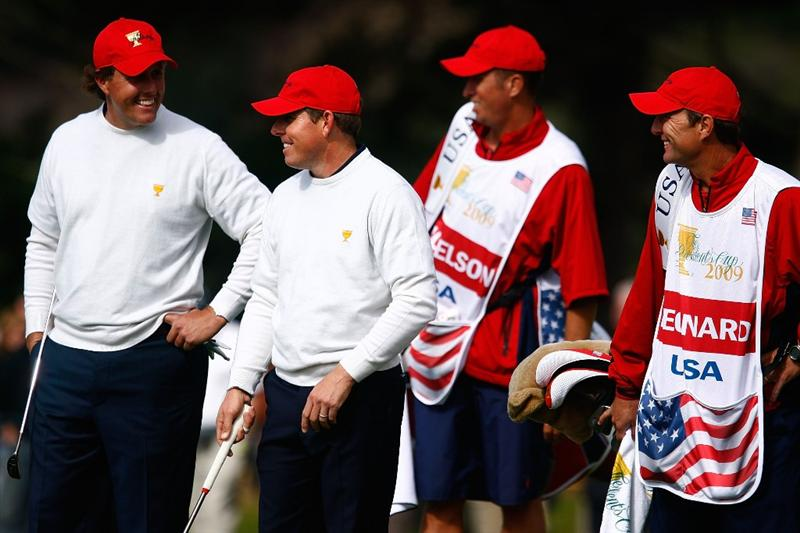 SAN FRANCISCO - OCTOBER 09:  Phil Mickelson and Justin Leonard of the USA Team wait with their caddies on the first green during the Day Two Fourball Matches of The Presidents Cup at Harding Park Golf Course on October 9, 2009 in San Francisco, California.  (Photo by Scott Halleran/Getty Images)