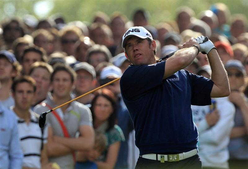 VIRGINIA WATER, ENGLAND - MAY 29:  Lee Westwood of England tees off on the 17th hole during the final round of the BMW PGA Championship  at the Wentworth Club on May 29, 2011 in Virginia Water, England.  (Photo by David Cannon/Getty Images)