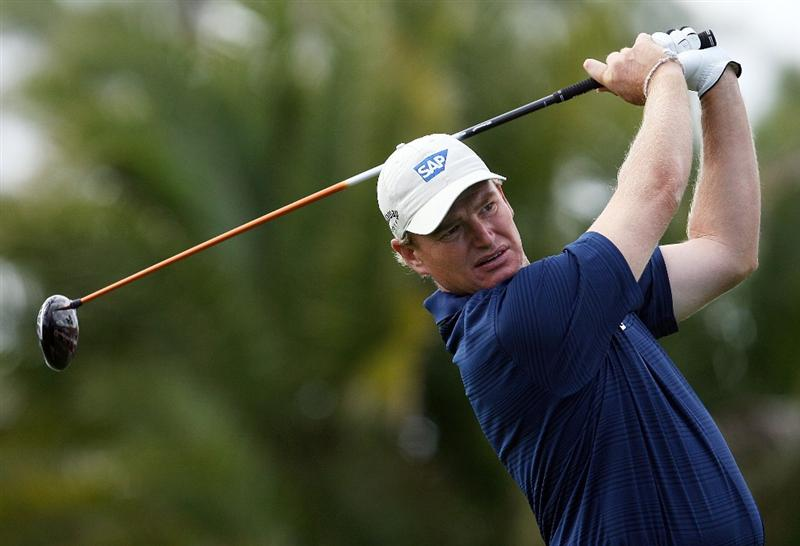 PALM BEACH GARDENS, FL - MARCH 06:  Ernie Els hits a drive on the eighth hole during the second round of The Honda Classic at PGA National Resort and Spa on March 6, 2009 in Palm Beach Gardens, Florida.  (Photo by Doug Benc/Getty Images)