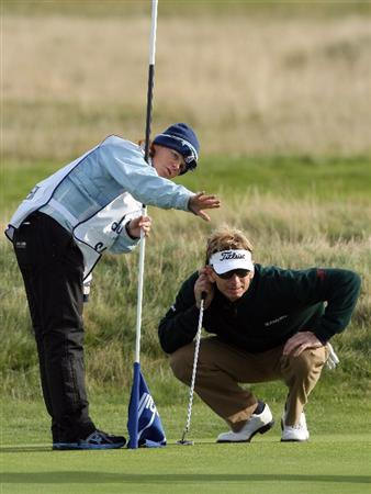 CARNOUSTIE, SCOTLAND - OCTOBER 01:  Brad Faxon of the USA lines up his putt on the 14th green during the first round of The Alfred Dunhill Links Championship at Carnoustie Golf Club on October 1, 2009 in Carnoustie, Scotland. (Photo by David Cannon/Getty Images