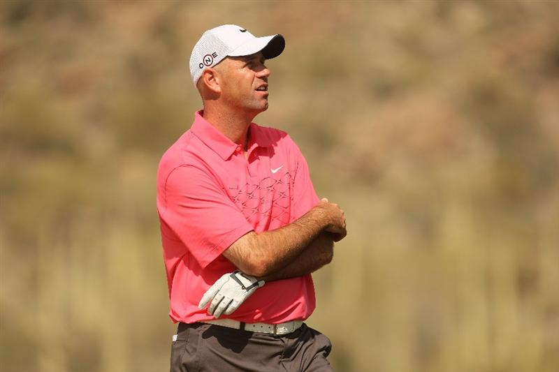 MARANA, AZ - FEBRUARY 19:  Stewart Cink waits to plays his second shot on the seventh hole during round three of the Accenture Match Play Championship at the Ritz-Carlton Golf Club on February 19, 2010 in Marana, Arizona.  (Photo by Darren Carroll/Getty Images)
