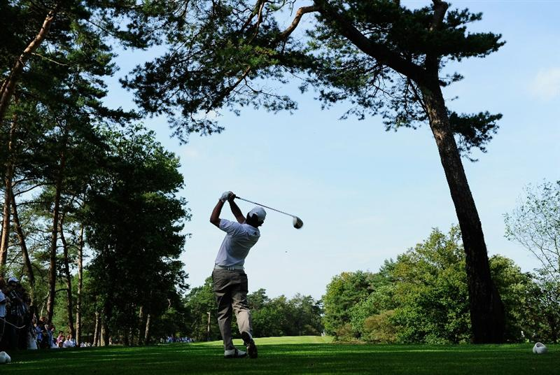 HILVERSUM, NETHERLANDS - SEPTEMBER 11: Fabrizio Zanotti of Paraguy plays his tee shot on the 18th hole during the third round of  The KLM Open Golf at The Hillversumsche Golf Club on September 11, 2010 in Hilversum, Netherlands.  (Photo by Stuart Franklin/Getty Images)
