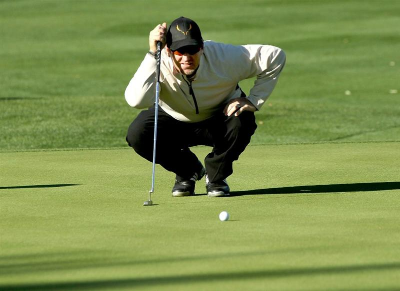 LA QUINTA, CA - JANUARY 20:  David Duval lines up his putt on the first hole during round two of the Bob Hope Classic at the La Quinta Country Club on January 20, 2011 in La Quinta, California.  (Photo by Stephen Dunn/Getty Images)