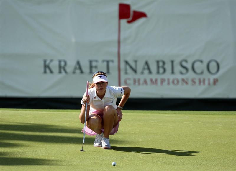 RANCHO MIRAGE, CA - APRIL 02:  Paula Creamer of the USA on the green at the 18th hole during the first round of the 2009 Kraft Nabisco Championship, at the Mission Hills Country Club on April 2, 2009 in Rancho Mirage, California  (Photo by David Cannon/Getty Images)