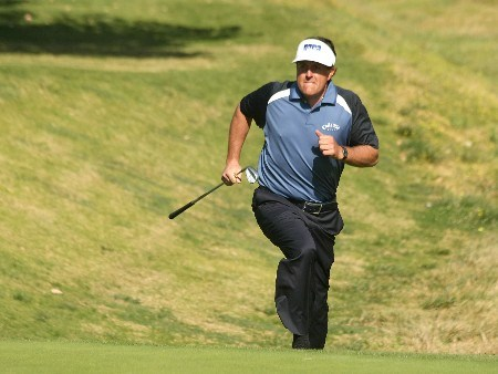 PACIFIC PALISADES, CA - FEBRUARY 16:  Phil Mickelson runs up to the 13th green to see his shot during the third round of the Northern Trust Open on February 16, 2008 at Riviera Country Club in Pacific Palisades. California.  (Photo by Stephen Dunn/Getty Images)