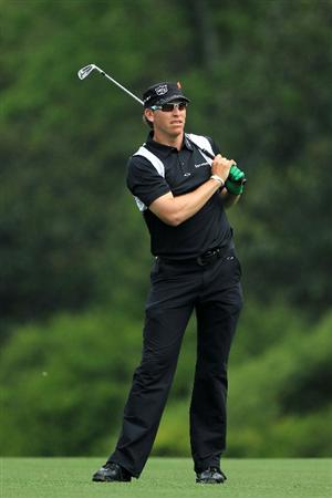 AUGUSTA, GA - APRIL 08:  Ricky Barnes watches a shot on the fifth hole during the second round of the 2011 Masters Tournament at Augusta National Golf Club on April 8, 2011 in Augusta, Georgia.  (Photo by David Cannon/Getty Images)