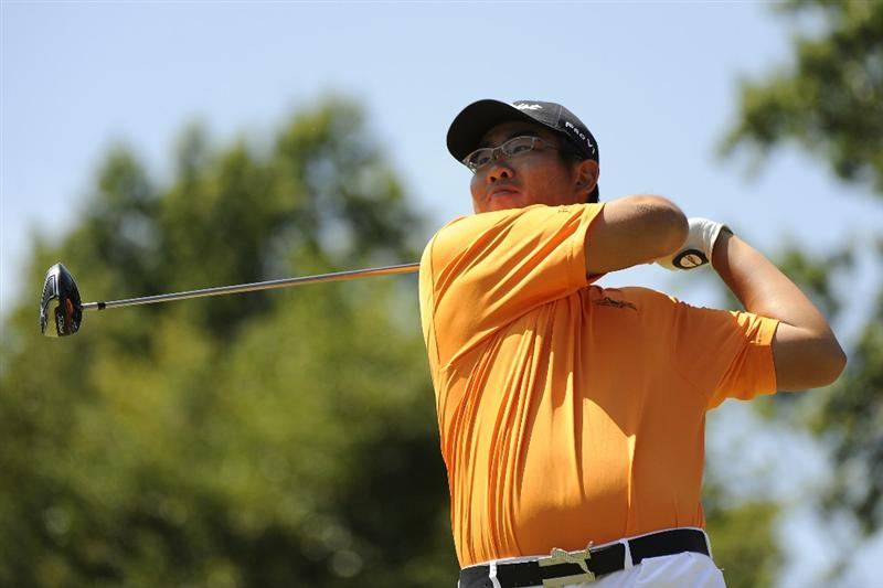 TULSA, OK - AUGUST 30:  Byeong-Hun An watches a tee shot during the Finals of the U.S. Amateur Golf Championship on August 30, 2009 at Southern Hills Country Club in Tulsa, Oklahoma.  (Photo by G. Newman Lowrance/Getty Images)