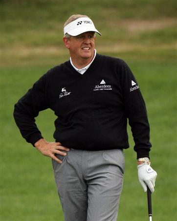 DOHA, QATAR - JANUARY 23:  Colin Montgomerie of Scotland on the 12th fairway during the second round of the Commercialbank Qatar Masters at the Doha Golf Club on January 23, 2009 in Doha, Qatar.  (Photo by Ross Kinnaird/Getty Images)